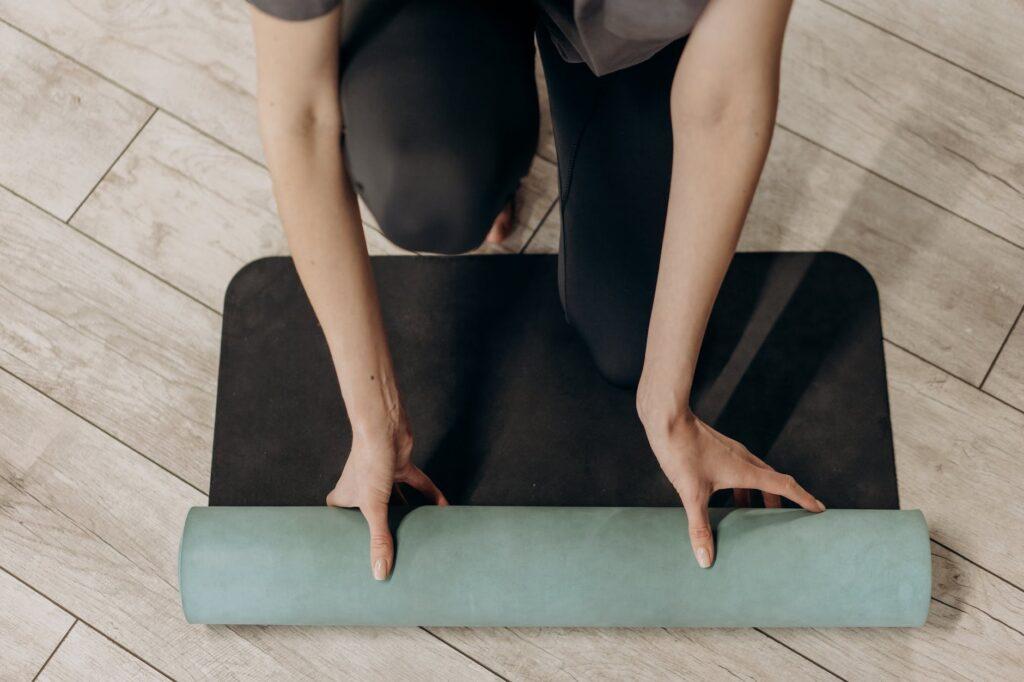 رياضية 1024x682 - علاج الاصابات العضلية : إليك أفضل 13 تمرين فعال
