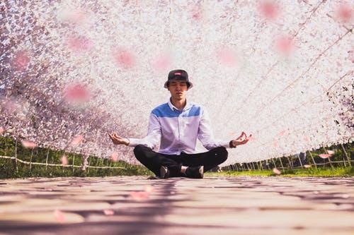 عن اليوجا - معلومات عن اليوجا و فوائدها الصحية و كيفية ممارستها