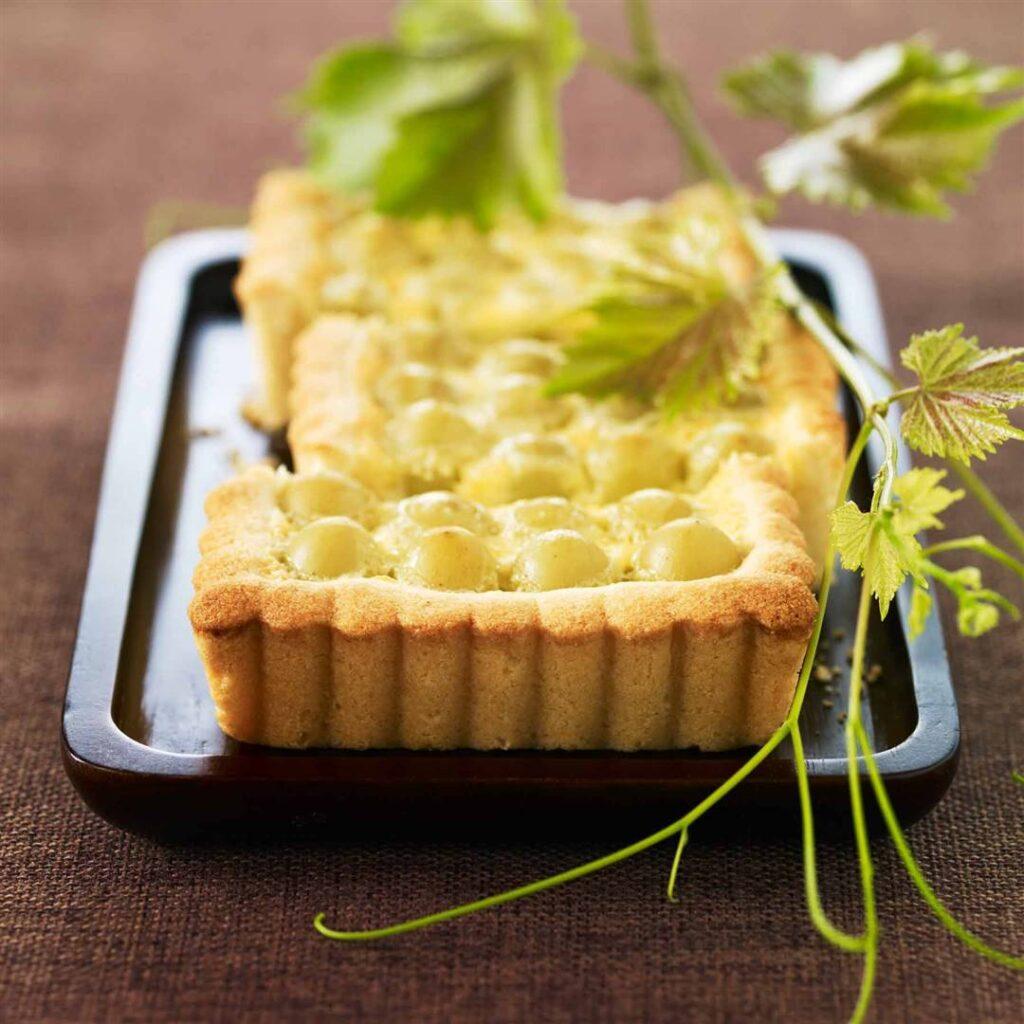 الريكوتا و العنب 1024x1024 - 10 وصفات حلويات صحية مليئة بالفاكهة و طرق التحضير